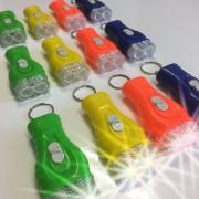 12 Schlüsselanhänger mit LED-Taschenlampe